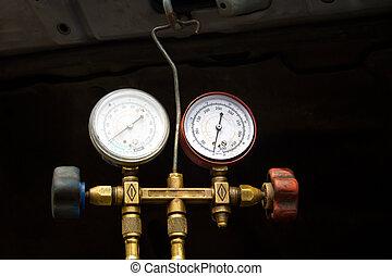 Dial pressure gauge.