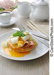 Boiled eggs (poached) with ham on a bun with sauce -...