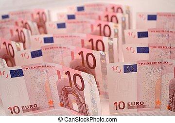 Zehn-Euro-Scheine - Banknoten aufgeschlichtet