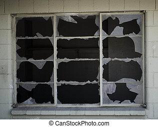 cassé, fenêtre, volets
