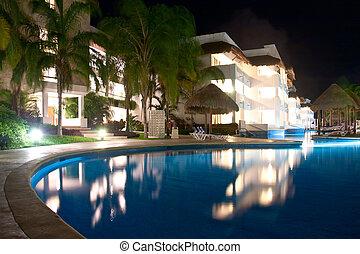Illuminated pool Playa del Carmen - Hotel Resort in Playa...