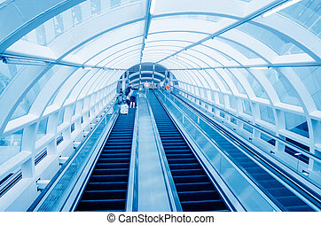 International Airport elevator - Many people using...