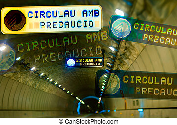 Safe driving in tunnel - Multiple traffic sign Circulau amb...