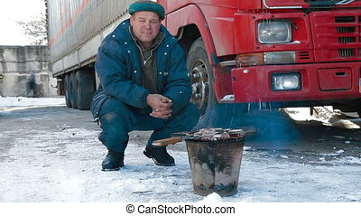 Truck driver quick lunch - Truck driver is resting after a...