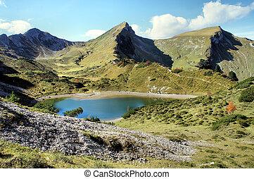 Mountain lake in autumn - Heading into the Tannheimer...