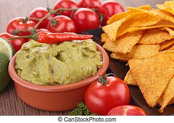 Nachos, guacamole