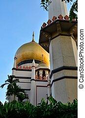 Dome and minaret Sultan Mosque