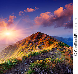 Trail along the ridge - Beautiful summer sunrise in...