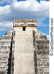 Mayan Pyramid at Chichen Itza - Mayan Pyramid to Kukulkan at...