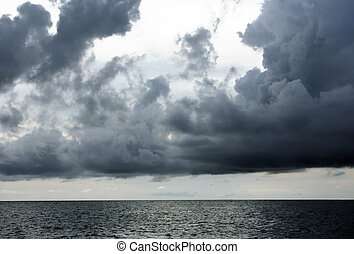 Cloud - Heavy clouds above ocean before a thunder-storm