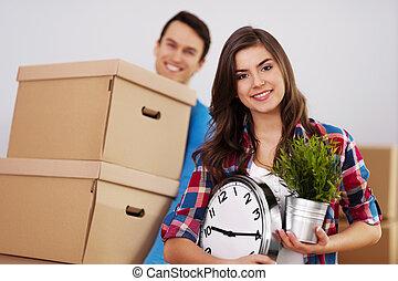 joven, pareja, Mudanza, su, hogar