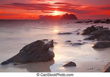 Midnight sun on Lofoten
