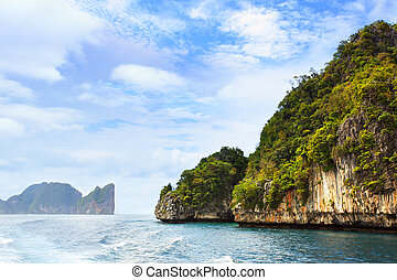 Phi-Phi islands - Andaman sea and Phi-Phi islands in...