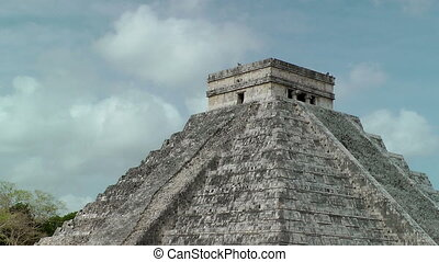 Kukulkan Pyramid at Chichen Itza, Mexico, time lapse