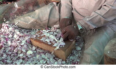 sikh cutting onions in temple - sikh cutting onions in...