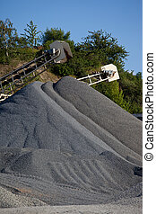 Gravel piles - Conveyor belts with agreggate piles