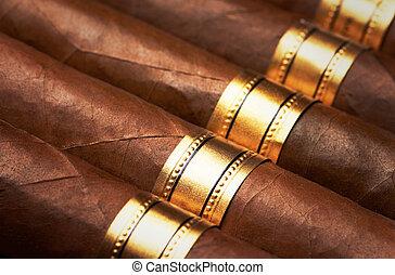 cierre, Arriba, Cigarros