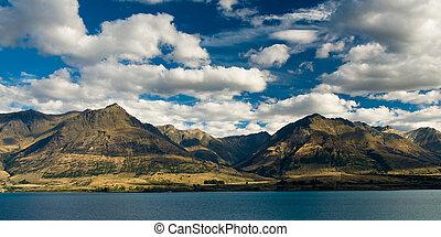 mountains at lake pukaki