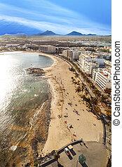 people enjoy the beautiful beach in Arrecife