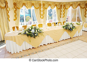 Top Table at wedding reception - Decoration of flowers on...