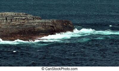 crashing waves cangaroo island - ocean waves crashing...