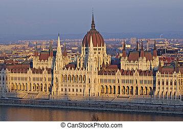 Parlamento, ocaso, Húngaro