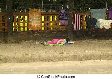 Bangladesh, Dhaka, - Bangladesh, poor and homeless woman...