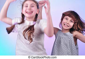 niños, teniendo, diversión, bailando