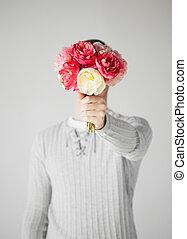 hombre, cubierta, el suyo, cara, ramo, flores
