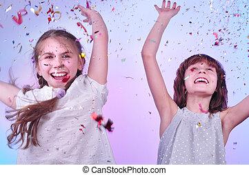 dos, niñas, teniendo, diversión, bailando