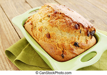 bread with dried fruit