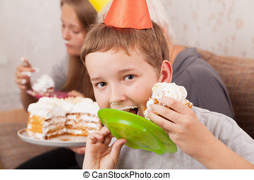 Sênior, mulher, seu, Netos, aniversário, bolo