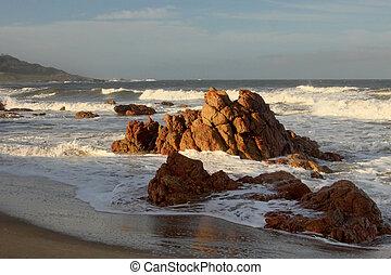 Beachfront, ostro, trzęsie się