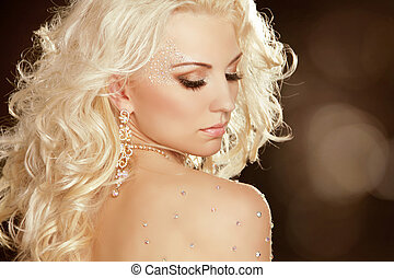 Beauty Girl with blond curly hair. Fashion Art Woman...