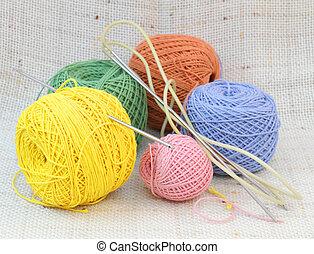 Knitting coloured balls