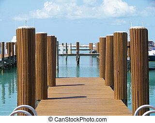 Bahamas Boat Dock - Grand Bahamas Boat Dock