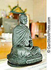 Luang Pu Thuad Buddha statue