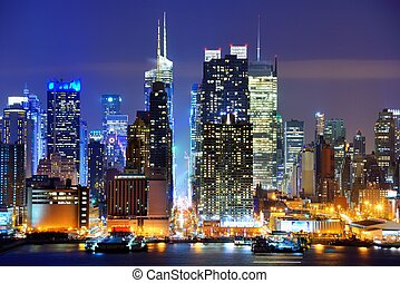 Lower Manhattan from across the Hudson River in New York...