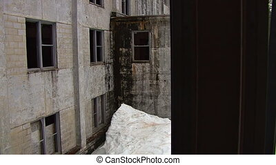 Looking thru Broken Glass Ruins - Glidecam shot, looking out...