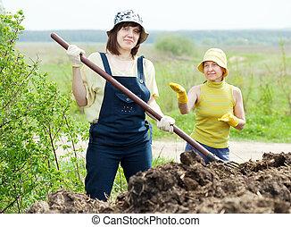 mujeres, trabaja, abono, campo