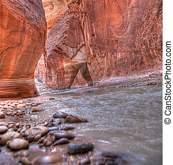 Paria River Arch - Beautiful sandstone canyon walls rise up...