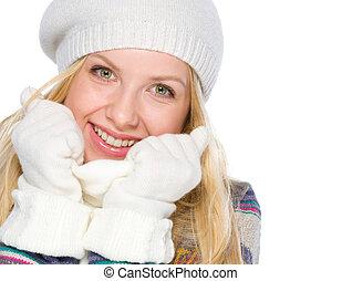 retrato, sonriente, niña, invierno, ropa