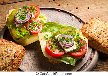 Sandwich with tomato, onion and lettuce