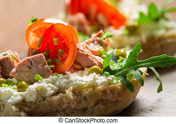 Sandwich with cottage cheese, tuna and peas