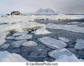 Winter Arctic landscape (Spitsbergen, Svalbard) - Winter...