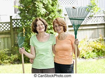 Räfsa, Trädgård, kvinnor