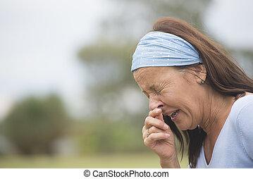 espirrando, mulher, gripe, Hayfever, ou, gelado, Ao ar livre
