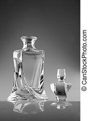 decanter for whiskey - glass decanter for whiskey on dark...