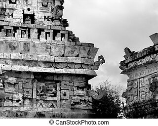 Chichen Itza Mayan Ruins - Mayan ruins of Chichen Itza in...