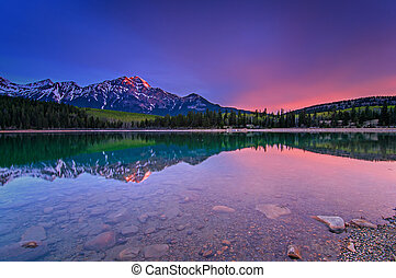 Morning light - Patricia Lake, Jasper National Park, AB,...